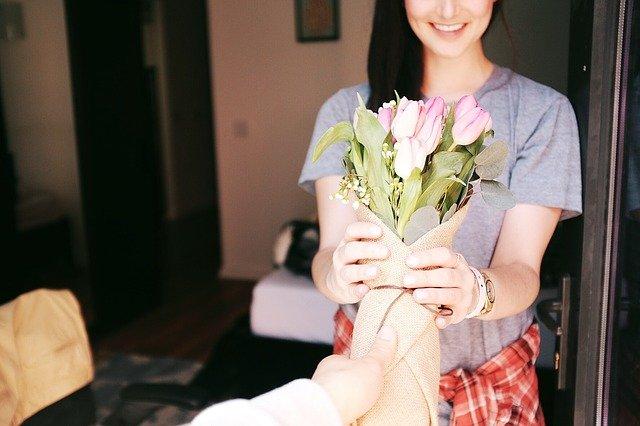 darování květiny.jpg