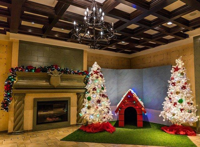 bílé vánoční stromky